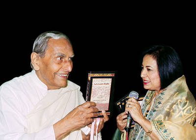 Release of Lets Learn Sindhi CD ROM - Dada Jashan Vaswani and Asha Chand